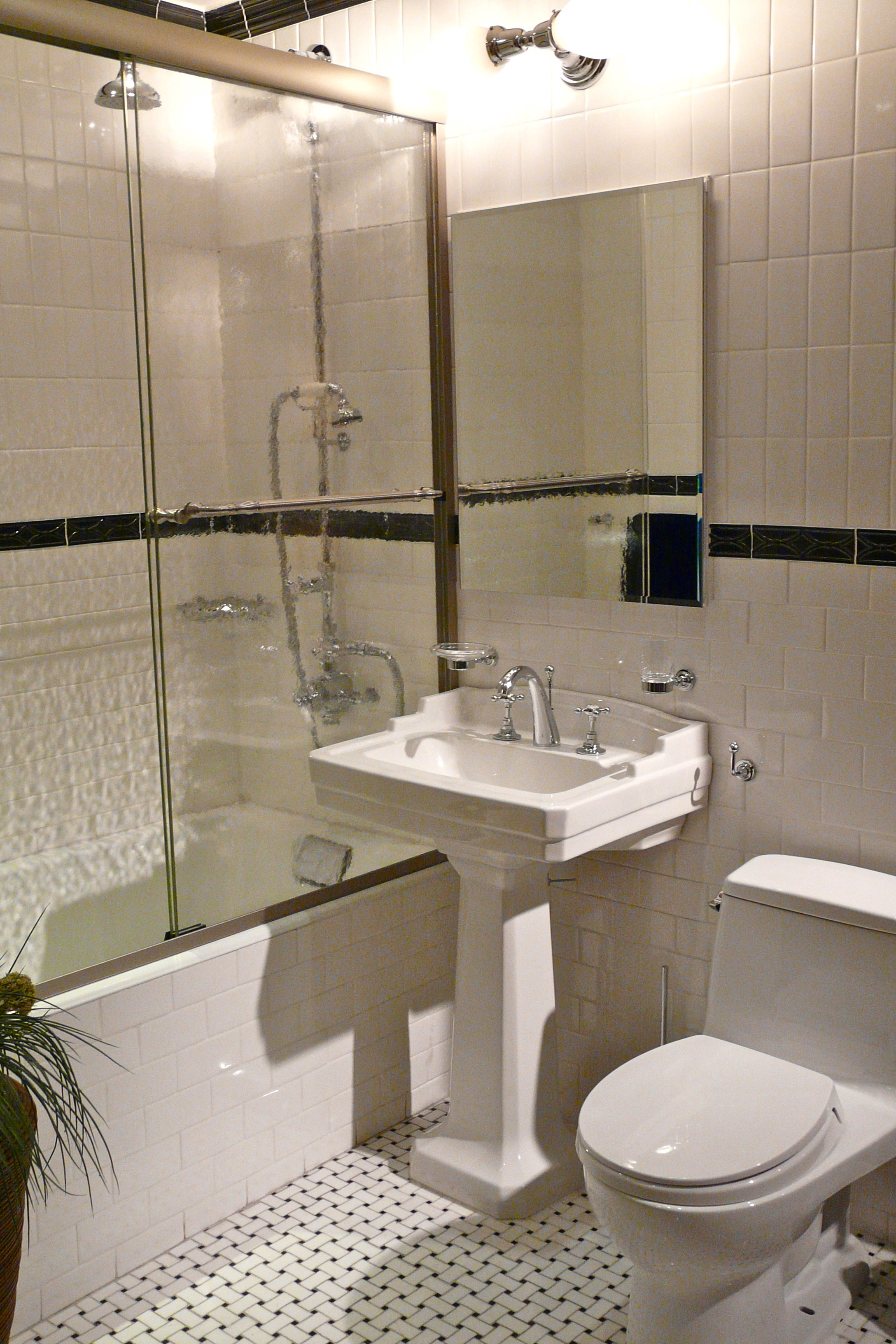 Bathroom designs home improvement for Images of bathroom designs for small bathrooms